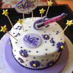Torta violetta con estrellas