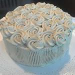 Torta bizcocho de cafe con nueces y crema
