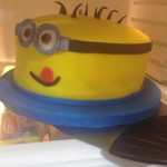 Torta de minions feliz
