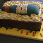Torta decorada con botella de vino cumpleanos